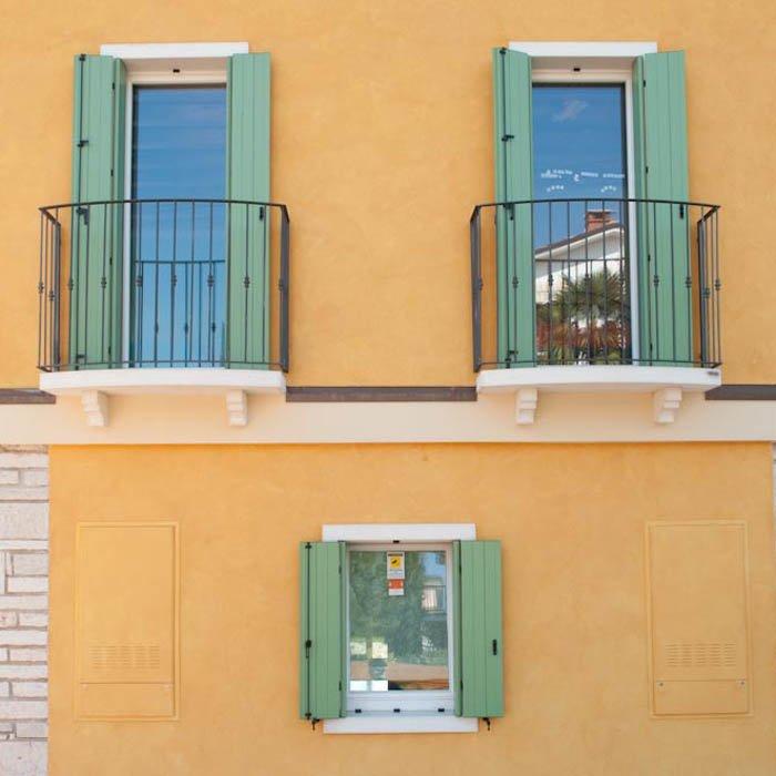 Finestra balcone in pvc una o pi ante da calestani a parma for Finestra balcone