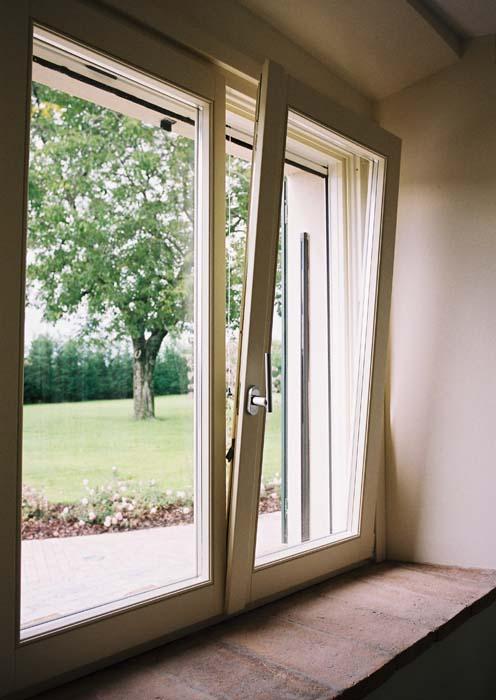 Finestra in legno calestani - Fioriere per davanzale finestra ...