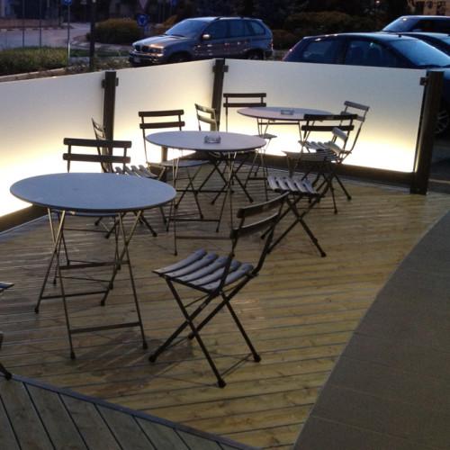 Paravento modulari in alluminio e vetro per bar e ristoranti for Arredi x esterni