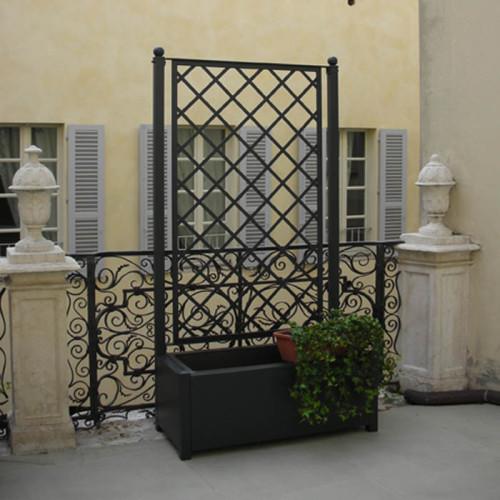 Grigliato in ferro con fioriera per esterno for Divisori con fioriere