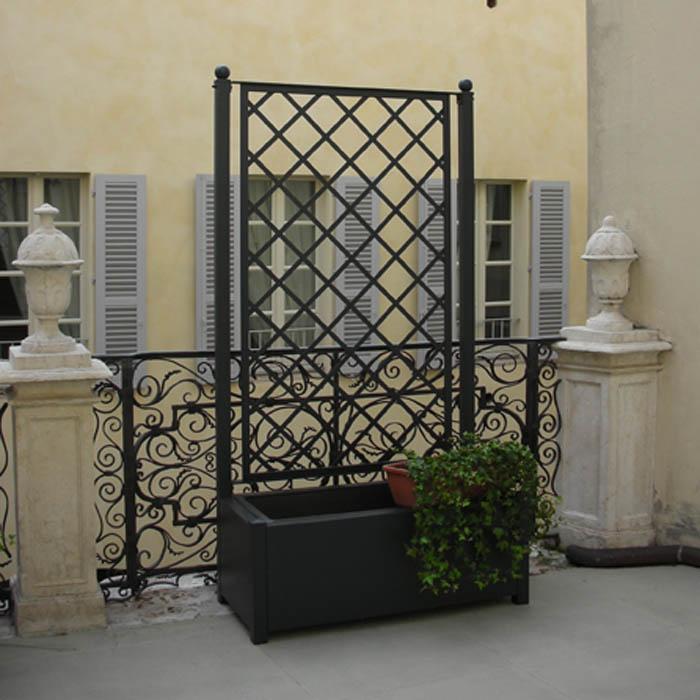 Grigliato in ferro con fioriera per esterno