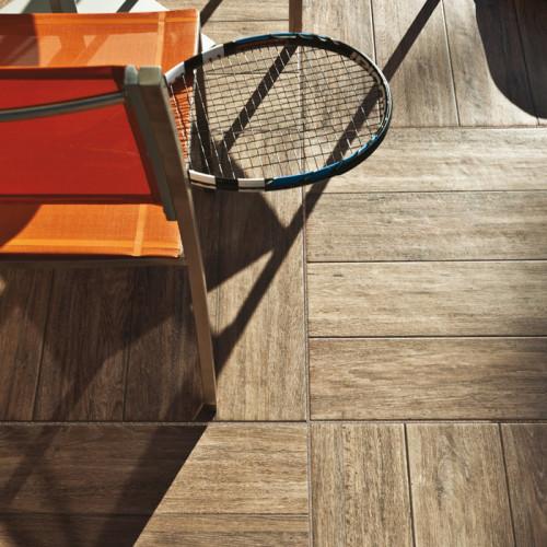 Pavimento in ceramica effetto legno accessori per esterni