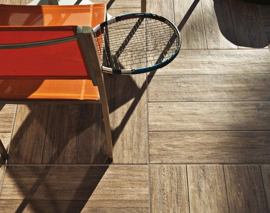 Pavimento Esterno Legno : Pavimento in ceramica effetto legno calestani