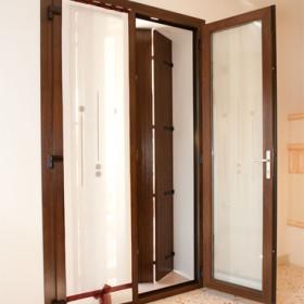 Finestra a balcone in pvc calestani - Costo porta finestra pvc ...