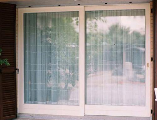 Finestre in legno con traversini smaltate bianche - Finestre bianche ...