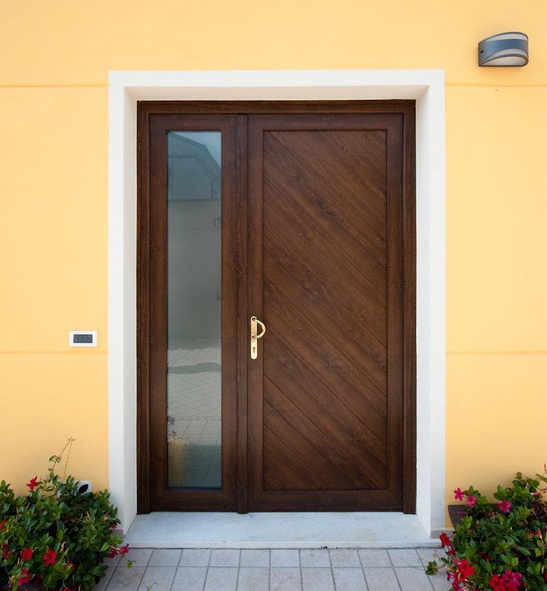 Porta ingresso in pvc calestani - Serramenti esterni in pvc ...