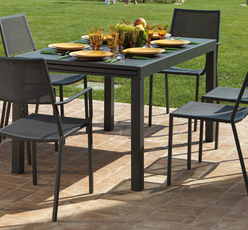 Tavolo sofy di vermobil in ferro trattato per esterno for Vendita arredi da giardino