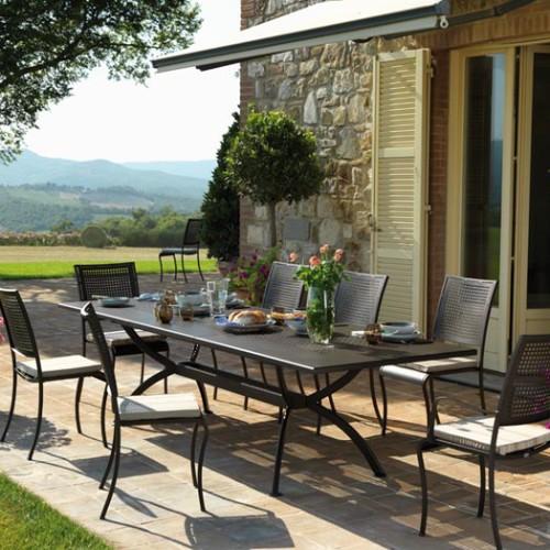 Tavolo valentino allungabile in ferro trattato per esterno for Svendita mobili da giardino