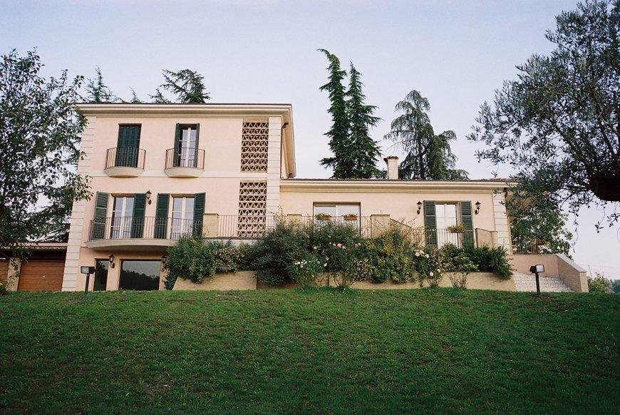 Casa privata finestre bianche