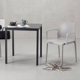 Poltrona Chloé Trend con gambe in alluminio rivestito con tecnopolimero