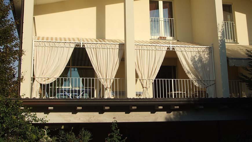 Pergola con trave decorata per terrazzo